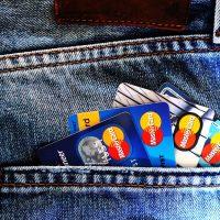 これからの電気代の支払いはクレジットカードがお得に!?電力会社8社の様々な特典を比較、紹介します。