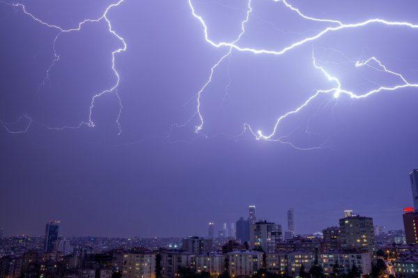 thunder-2063728_1280